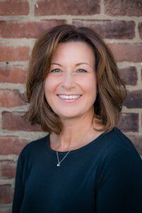 Brenda Bartle, Licensed Real Estate Broker in Fishers, BHHS Indiana Realty